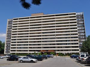 Rental High-rise 1900 Bloor St, Mississauga, ON