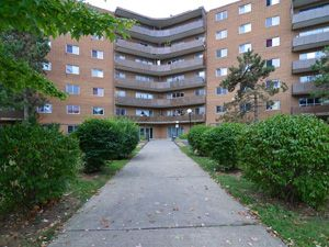 Rental Low-rise 5 Louis Ave, St Catharines, ON
