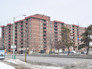Rental High-rise 15 Eastbourne Dr, Brampton, ON