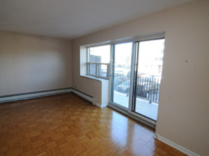 Rental Low-rise 4854 Bathurst St, North York, ON