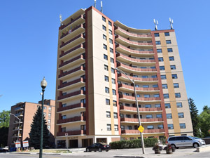 Rental High-rise 121 Allan St, Oakville, ON