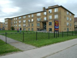 Rental Low-rise 1395 Sheppard Ave W, North York, ON