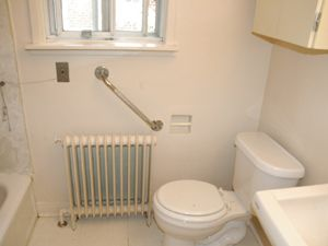 Bachelor apartment for rent in YORK
